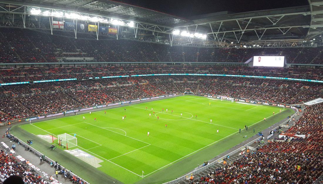 Kích thước sân bóng đá 11 người theo quy định FIFA